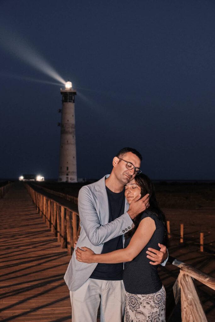 Beim Fotoshooting auf Fuerteventura macht Deutscher Fotograf Ela & Chris Bilder von einem Paar in Morro Jable an der Playa de Jandia