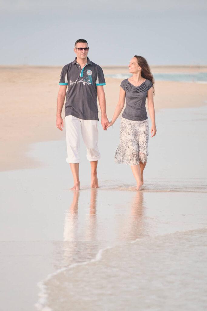 Beim Fotoshooting auf Fuerteventura macht Fotograf Ela & Chris Bilder von einem Paar in Morro Jable an der Playa de Jandia