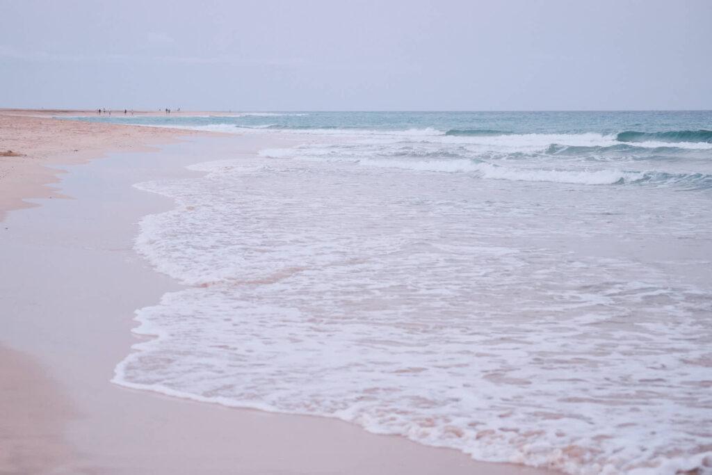 Beim Fotoshooting auf Fuerteventura fotografiert Fotograf Ela & Chris Bilder von einem Paar in Morro Jable an der Playa de Jandia